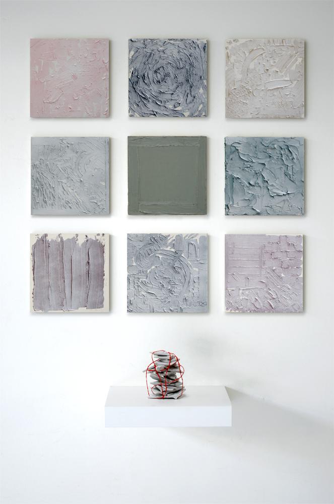 ARCHIVO DAÑADO, 2016, óleo sobre madera / plato roto y atado, 100 x 70 cm.